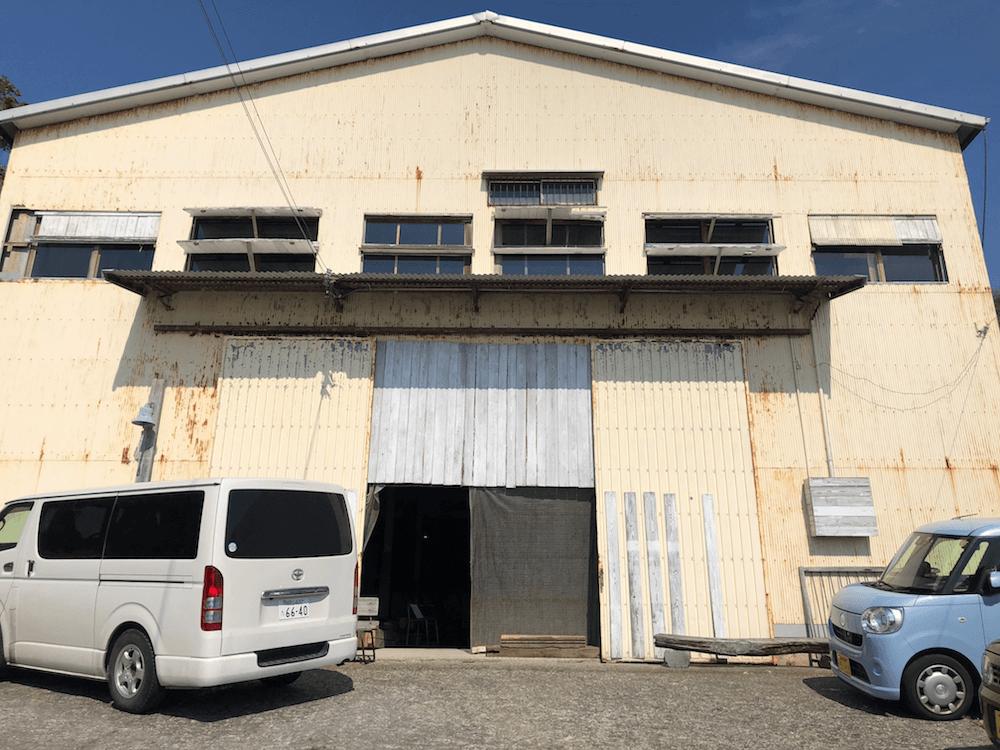 工場カフェ「ラブラックカフェ」入り口